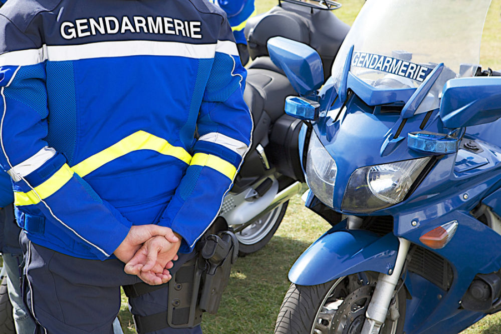 Voitures et moto de la Gendarmerie